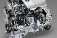 2016_Toyota_C-HR_1_8L_2ZR_FXE_engine